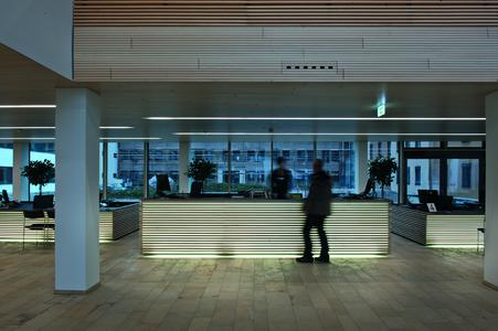 The newly refurbished administrative district office in Marktoberdorf/D has a distinct contemporary service character. In addition to numerous measures taken to enhance transparency and efficiency, attention was also paid to sophisticated details: the desk fronts at the citizens' service point are backlit by light lines built into the wooden panell