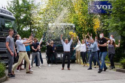 Freude bei den Mitarbeitern von Volvo Trucks Deutschland