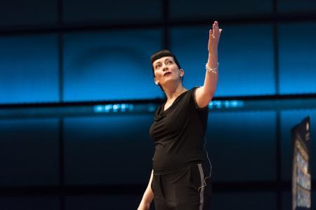 Profiler Suzanne-Grieger Langer bei ihrem grandiosen Keynote-Vortrag beim OMN Innovation Day im ZKM, Karlsruhe