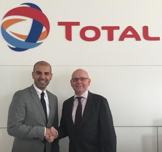 VISPIRON Geschäftsführer Amir Roughani mit Emmanuel Pignet (Leiter Tankkarten) von TOTAL