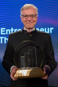 """Stefan Messer received the """"Prize for family-run companies"""" from the international consultancy and accountancy firm Ernst & Young."""