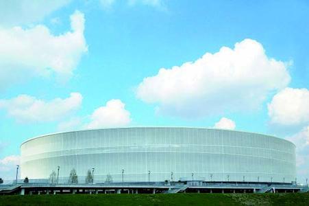 """Im EM-Stadion Wroclaw in Breslau sorgt der GEZE Türschließer TS 5000 ISM dafür, dass Türen immer geschlossen sind. Die integrierte Schließfolgeregelung gewährleistet bei zweiflügeligen Türen die richtige Schließfolge beider Türflügel. Der Gangflügel wird offengehalten, d.h. er """"wartet"""", bis der Standflügel geschlossen ist. Der Obenliegende Türschließer TS 5000 ISM ist für zweiflügelige Feuer- und Rauchschutztüren zugelassen (Foto: GEZE GmbH)"""