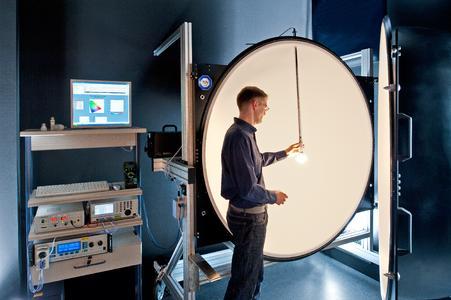 TÜV SÜD bietet zahlreiche Dienstleistungen im Bereich der Prüfung von Lampen und Leuchtmitteln u.a. Sicherheitsprüfungen nach internationalen Normen, Prüfung der elektromagnetischen Verträglichkeit, Prüfung auf Schadstoffe, Energieeffizienz sowie diverse andere Leistungskennzahlen.