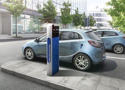 """Mit der internetbasierten Diensteplattform """"eMobility Solution"""" von Bosch können die Fahrer von Elektromobilen beispielsweise schnell eine freie Ladestation finden. Die Kabel für die Ladestationen kommen von Lapp / Bild: Bosch"""