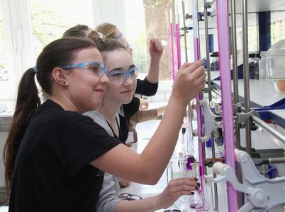 Girls' Day: Mädchen für chemische Berufe begeistern