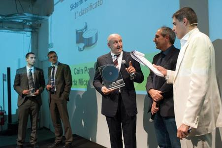 Selezione di Elettronica: Andrea Ballarini (third from left), Business Development Manager and responsible for the Sales Area for VARTA Microbattery in Italy, accepted the Innovation Award at the gala in Milan