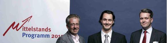 v.l.n.r. Michael Louis, Mitglied des Innovationsrates; Cedric Ballin, CEO der RG-GmbH, Gewinner des Hauptförderpreises und Jörn Wandhoff, KAM für die MMM Consulting GmbH, Sponsor des Mittelstandsprogramm 2011/2012
