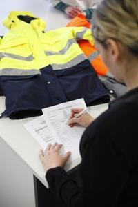 Die Experten der Hohenstein Institute erarbeiten fundierte Technische Leistungsbeschreibungen für alle Arten von Arbeitskleidung, Persönlicher Schutzausrüstung (PSA), Uniformen oder sonstiger Corporate Fashion. © Hohenstein Institute