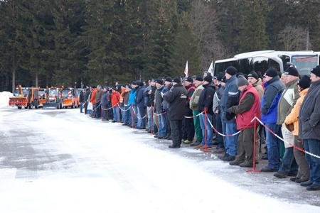 Die Besucher verfolgten die Winterdienst-Präsentation mit den Hako-Maschinen und Multicar-Geräteträgern.