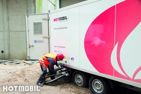 Die mobile Heizzentrale bauen die Hotmobil-Techniker am Einsatzort auf und schließen sie an das vorhandene Netz an