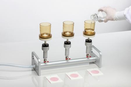 Abgefülltes Wasser sicher auf Keime testen
