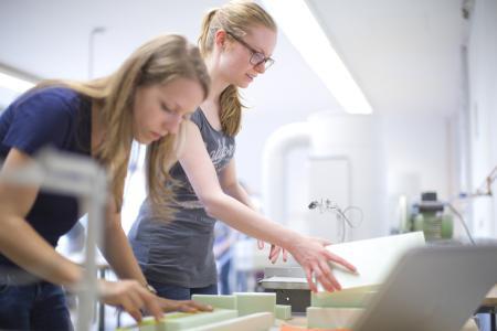 Das Studium an der TU Kaiserslautern sieht vor allem praktisches Arbeiten vor / Foto: TU Kaiserslautern