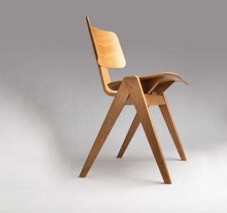 Der schwer entflammbare Wasserlack OLI-AQUA PRO M 18.10 für die Möbel- und Stuhlindustrie setzt nicht nur optisch Standards.