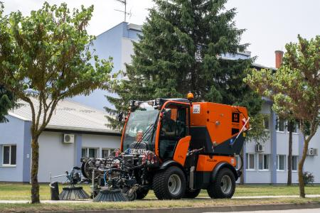 Holder präsentiert solide Kehrsaugmaschine SX 1200