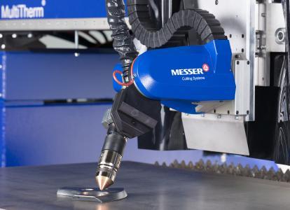 Bild: Der MetalMaster Xcel ist unter anderem ausgerüstet mit dem kompakten 5-Achsen-Plasmafasenschneidaggregat Bevel-R. Beide Systeme zeigen wir in der Live-Demo auf der Messe.