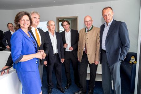 (v.l.n.r.) Ilse Aigner, Olaf von Löwis, Georg Moosreiner, Sebastian Moosreiner, Alexander Radwan, Friedrich Merz