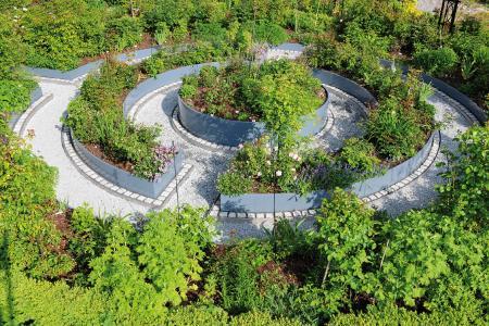Den Traum vom eigenen Rosengarten erfüllte sich ein Bauherr im ostwestfälischen Schloß Holte-Stukenbrock.