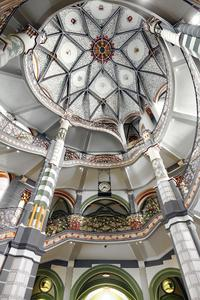 Blick in die prachtvoll ausgemalte Kuppelhalle im Treppenhaus, Foto: Caparol Farben Lacke Bautenschutz/Udo Stieglitz