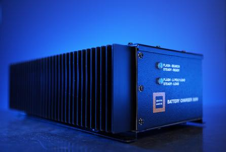 Batterieladegerät für Li Ion / Li Mg / Li Polymer Akkumulatoren