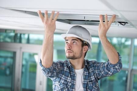 Mit der Conrad Sourcing Platform finden professionelle Anwenderinnen alles was sie benötigen, um Innen- und Außenbereiche optimal auszustatten / Bild: auremar-stock.adobe.com