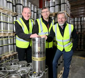 Hand over of anniversary keg at Diageo