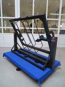 Der Witte- Scanrahmen ist adaptierbar an übliche Drehtische und zusätzlich ausgestattet mit Target- Rohren zur Überbrückung von Aussparungen wie z.B. Fensterausschnitten