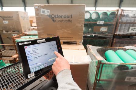 Stapler von Ostendorf Kunststoffe sind mit Industrie-Touch-PCs ausgestattet