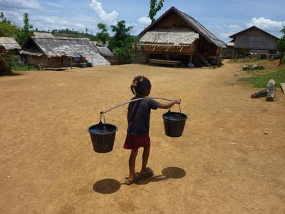 """In Zukunft wird der Weg zu sauberem Wasser für die Bewohner der Region Pak Tha dank """"Piepenbrock Clean Water"""" deutlich kürzer. (Bild: Piepenbrock/Plan International Deutschland)"""