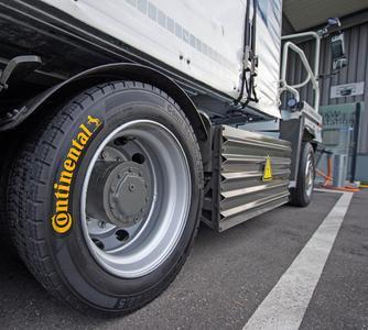Der umweltfreundliche eTruck ist auf rollwiderstandsoptimierten und laufleistungsstarken Reifen der Linien Conti EcoPlus und Conti Hybrid unterwegs und mit dem integrierten Reifendruckkontrollsystem ContiPressureCheck™ ausgestattet
