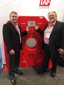 From left to right: Tom Campbell, General Manager, LAP Laser, LLC (Kentucky, USA) symbolically handed over the CONTOUR CHECK EDGE system to Mike Houx, Division Manager, Alton Steel Inc. (Photo: LAP GmbH)