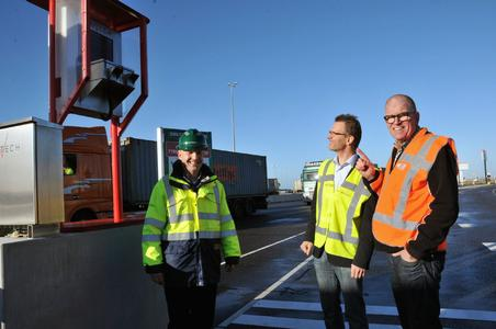 """(f.l.t.r.) Gabriel Kierkels, head of the department """"Health, Safety, Security and Environment"""" at APM Terminal, Marcel Zuidgeest from ZTA Expertise, Oosterhout, and Andreas Pietsch, technical head of VENTECH Systems"""