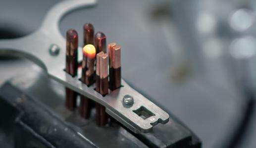 Welding copper hairpins for electric motors places high demands on system technology. Scansonic offers the right solution with its newly-developed RLW-S remote welding optics