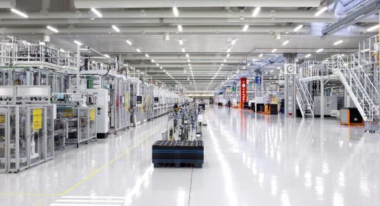 Bereits ein Jahr nach dem Produktionsstart des Batteriewerks in Salo/Finnland, hat Valmet Automotive nun mit der Erweiterung des Werks begonnen.  Bild: Valmet Automotive