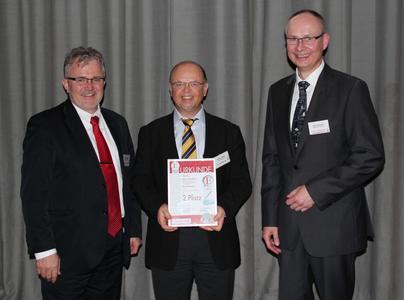 v.l.n.r. Philipp Miehlich, Robert Hieber und Harry Schubert (Redakteur Elektronik) bei der Preisverleihung