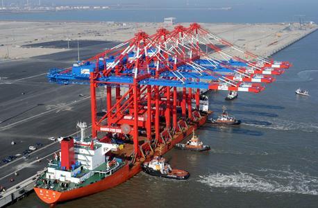 Containerbrücken für Wilhelmshaven