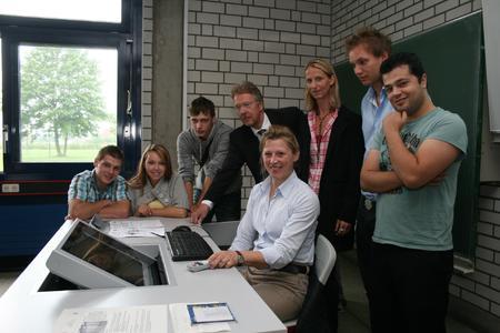 Multimediale Lehrerarbeitstische für die gesamte BBS Neustadt