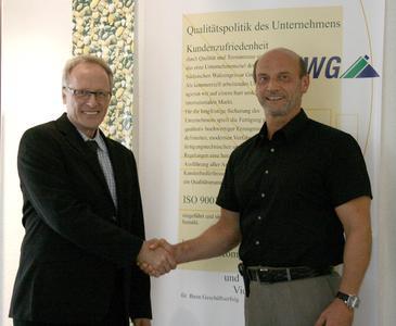 Jörg Günther, SWG-Geschäftsführer Vertrieb (rechts) mit David Tulipman von Kodak, Product Manager für das KODAK FLEXCEL Direct System