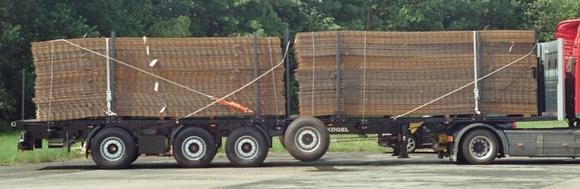 Bild 1: Ladung Betonstahlmatten gesichert mit KÖGEL - STEELFIX-Ladungssicherungssystem