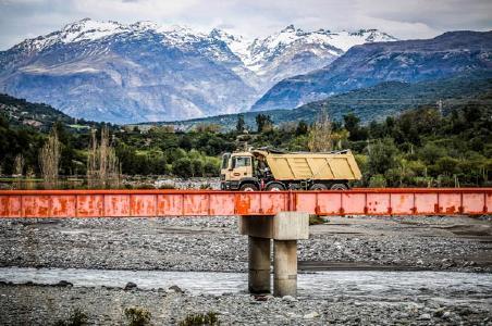 Mit wertvoller Fracht durch die Minen Chiles