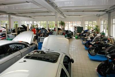Das Hella Gutmann Trainings Center ist ausgestattet mit mehr als 30 Fahrzeugen und acht Motorrädern und schult jährlich ca. 2.000 Werkstatt-Techniker.