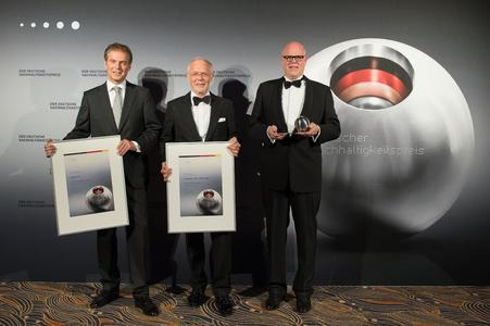 """Gewinner des Deutschen Nachhaltigkeitspreis in der Kategorie """"Unternehmen""""  - ebm-papst mit Rainer Hundsdörfer, Vorsitzender der Geschäftsführung der ebm-papst Gruppe 3. v.l."""