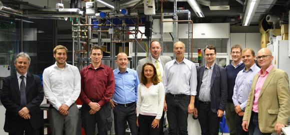 Zum Auftakt hat Projektleiter Tobias Thomsen (2. v. li.) vom Konsortialführer NEXT ENERGY das internationale D2Service-Team im September 2015 zur inhaltlichen Abstimmung nach Oldenburg eingeladen.
