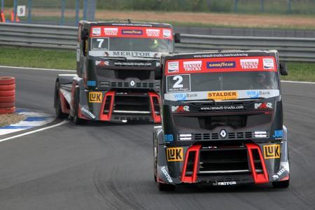 Markus Oestreich, Markus Boesiger und Adam Lacko fuhren mit ihren schwarz-roten Race Trucks auch in Smolensk wieder ganz vorne mit
