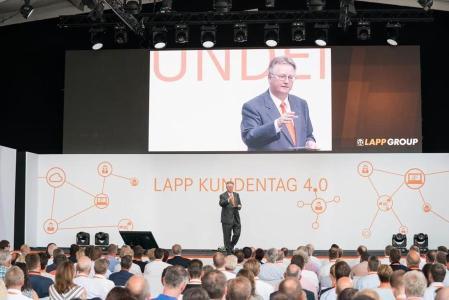 Bild 1: Zusammen mit rund 500 geladenen Gästen eröffnete Andreas Lapp die Europazentrale der Lapp Gruppe