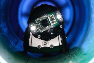 Robust, verlässlich und untrüglich exakt: Ausgestattet mit zwei Laserdioden, sorgt die neue KS 60D Vision von Rausch für maßgenaue Detektion. Deformationen und Schäden lassen sich in ihrer Größe äußerst präzise vermessen