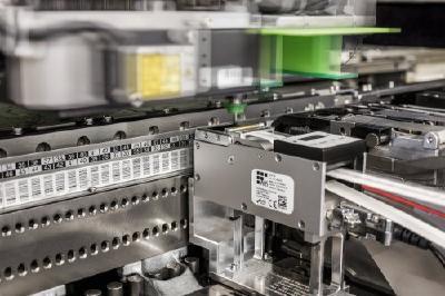 Flexibler Etikettenspender für die SMD-Bestückung ermöglicht jedem Unternehmen eine kostengünstige Traceability