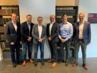Freuten sich nach der Vertragsunterzeichnung über die zukünftige Zusammenarbeit: Thomas Kriete (Weidmüller), Lars Ulbricht (wallbe), Klaus Holterhoff (Weidmüller), Dr. Dominik Freund (wallbe), Jan Trense (enercity) und Ingo Krogmann (enercity) (v.l.n.r.)