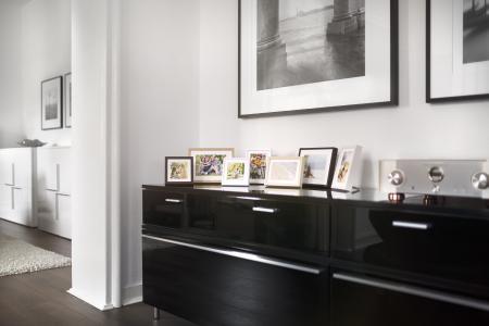 Mit digitalspezialist alte Fotoschätze digitalisieren und mit einem ausgewählten Bilderrahmen, z. B. von Halbe Rahmen, in Szene setzen. (Copyright: Halbe Rahmen)