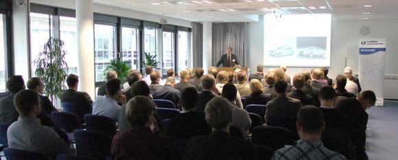 Beim Thementag Werkzeug- und Formenbau des Carbon Composites e.V. beschrieb Dr. Steffen Bonss vom Gastgeber Fraunhofer IWS die Kompetenzen des Instituts auf dem Gebiet der Lasertechnologie