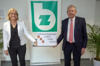 Ute Horn, Geschäftsführerin des BZH, und Unternehmer Hans-Jürgen Schneider bei der Gründung der neuen Elektroplaner-Akademie EPA